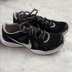 Nike training memory foam running shoe black 6